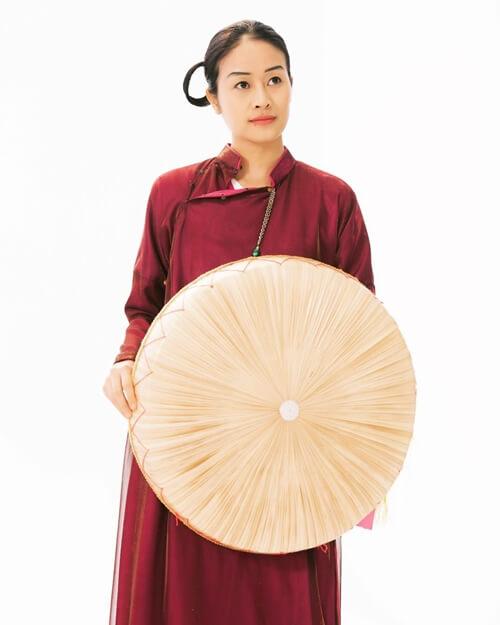 Traditional Vietnamese dress - Ao Ngu Than