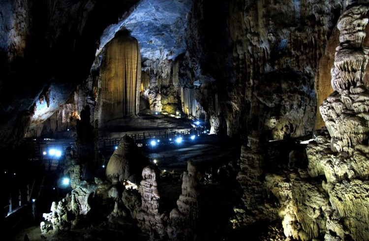 Paradise Cave in Phong Nha Ke Bang National Park