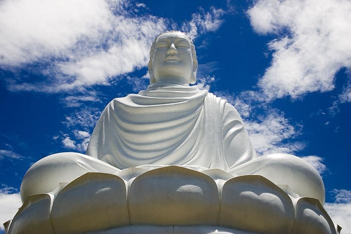 2. Visiting Long Son Pagoda