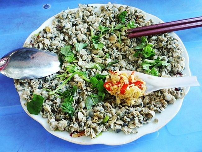 mussel with rice paper in Quang Binh