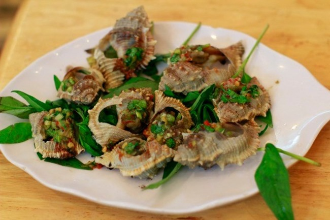 Stir-fried snail with greasy onion - Phu Quoc