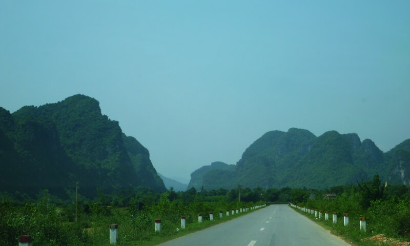 Road to Paradise Cave