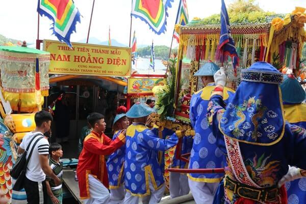 Dien Hon Chen Festival