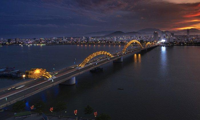 dragon bridge in Vietnam