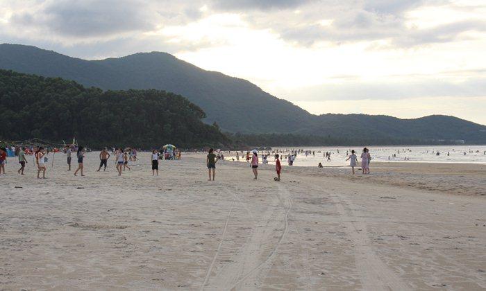 canh duong beach in Hue
