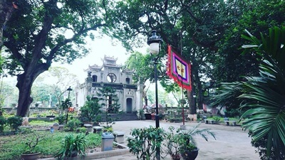 quan thanh temple hanoi